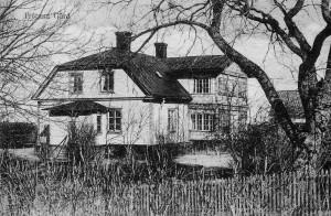 Gården ligger i Håbo-Tibble